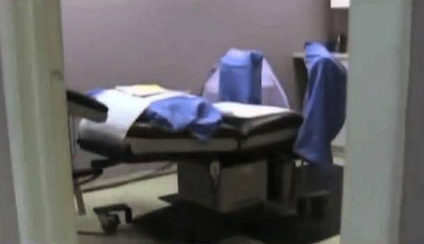 Tội ác vị bác sĩ huýt sáo khi thực hiện ca phá thai