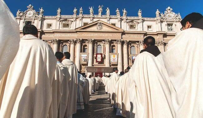 Vatican: Một bước tiến đến chức linh mục cho người lập gia đình?