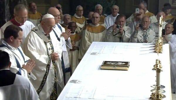 """Nhóm """"Ủng hộ Đức Phanxicô"""" muốn bảo vệ Đức Giáo hoàng"""