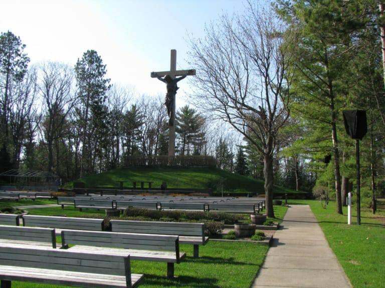 Thánh giá có Chúa Giêsu lớn nhất thế giới