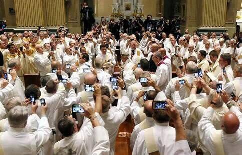 Đức Phanxicô : xin đừng chụp hình trong thánh lễ