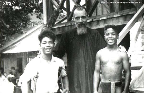 Từ Bác sĩ Phật giáo trở thành Linh Mục