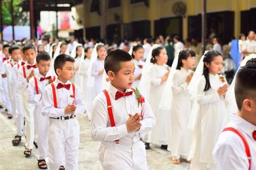 129 Thiếu nhi Rước lễ lần đầu tại Giáo xứ Thái Hà