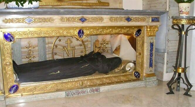 Vì Sao Thi Hài Nữ Tu Catherine Laboure 141 Năm Không Phân Hủy