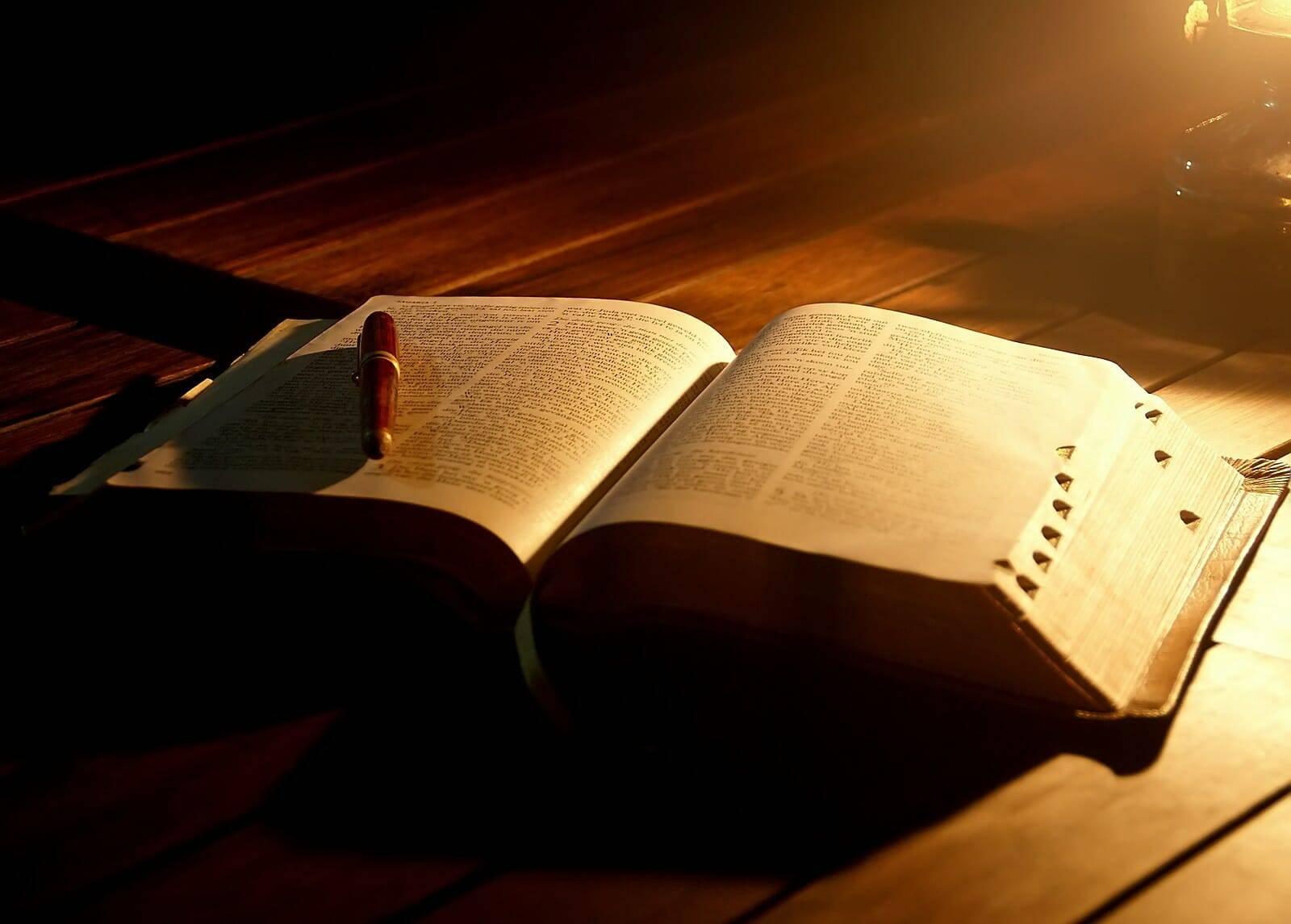 40.000 cuốn Kinh Thánh cho tù nhân Đức