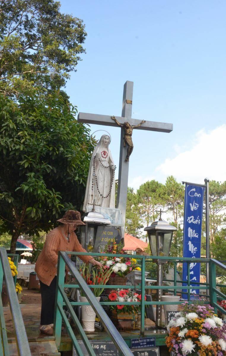 10 năm phục vụ dưới chân Mẹ Măng Ðen