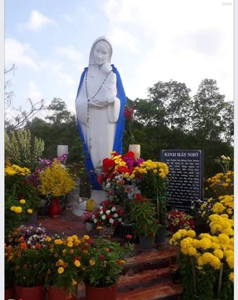 Tượng Đức Mẹ Cô Đơn