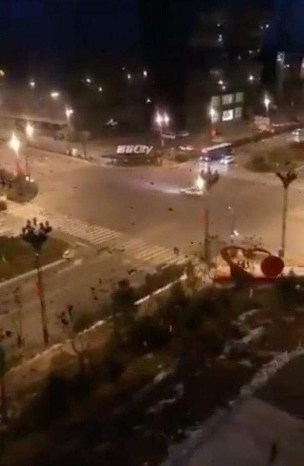 Sau hàng nghìn quạ đen ở Vũ Hán, Trung Quốc xuất hiện 5 mặt trời cùng một lúc