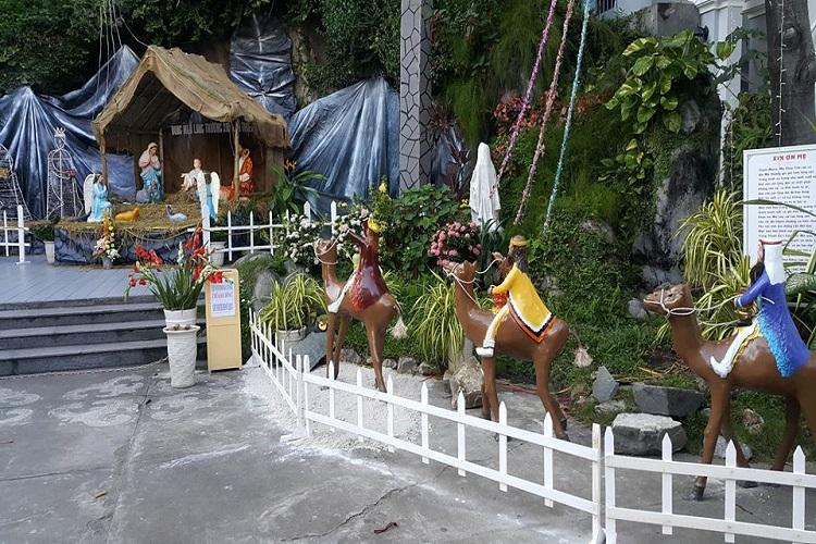 Các mẫu hang đá đẹp để trang trí Giáng Sinh