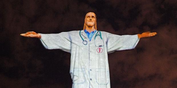 Tượng Chúa Cứu Thế ở Rio de Janeiro trong trang phục áo bác sĩ