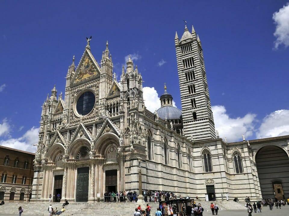 15 Nhà Thờ Công Giáo Cổ Tuyệt Đẹp Ở Châu Âu