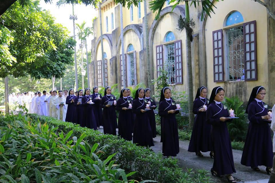 Tin Vui Hội Dòng Đức Mẹ Hiệp Nhất Bắc Ninh: 14 Nữ Tu tuyên Khấn Trọn Đời