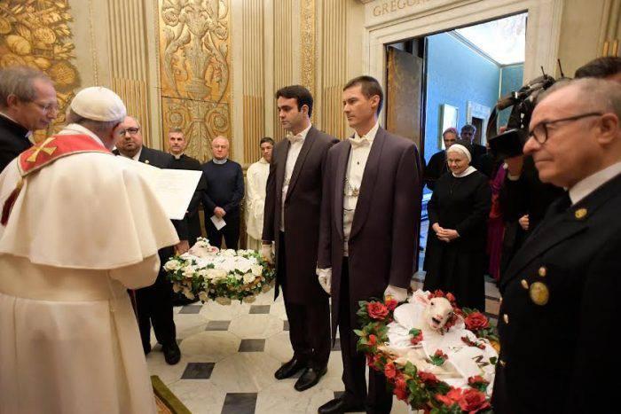 Vì sao giáo hoàng làm phép các con cừu ngày 21 tháng 1