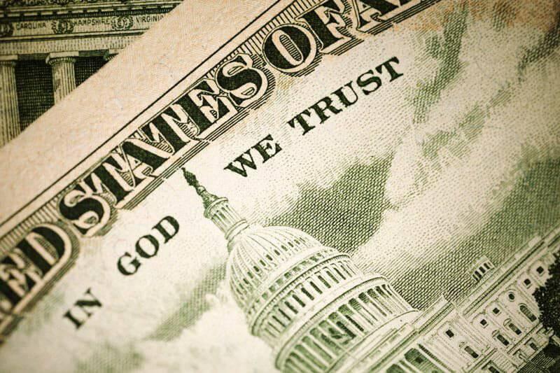 """Tại sao đồng USD lại có dòng chữ """"In God We Trust"""" (Chúng ta tin Chúa) ?"""