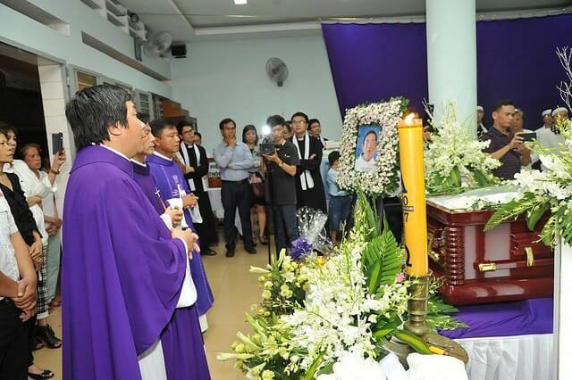 Cuộc đời của vị linh mục là một cựu bác sĩ Phật giáo