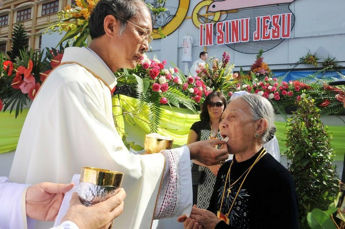 Chứng từ của người mẹ Colombia có con làm Linh mục