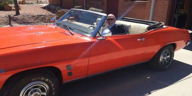 Linh mục Matthew Keller tân trang xe cũ thành siêu xe để tài trợ cho chủng viện của giáo phận