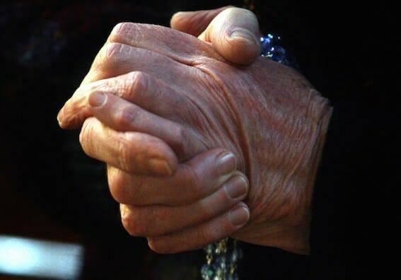 20% người không tôn giáo vẫn cầu nguyện