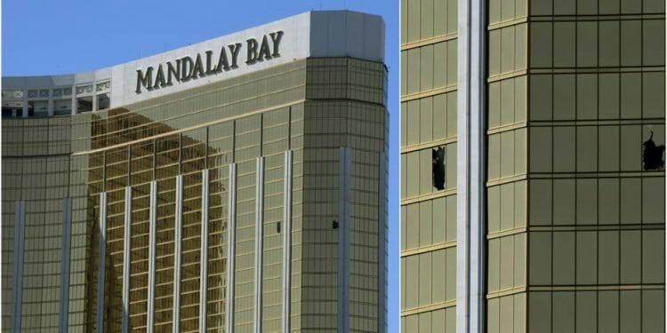Linh mục Clete Kiley trừ quỷ cho căn phòng của tên giết người ở Las Vegas