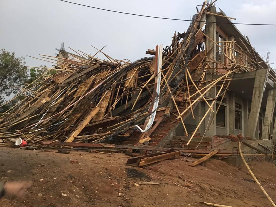 Mưa lớn và gió mạnh làm đổ sập Nhà thờ PLEI JƠDRÂP – Giáo Phận Kon Tum