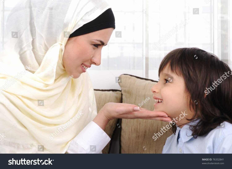 Các cha mẹ đơn thân đấu tranh để nuôi dạy con trong đức tin