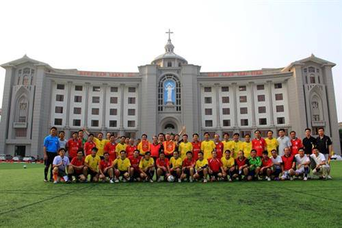 Vị Giám Mục Việt Nam mê trái bóng và Giáo Phận Bóng Đá
