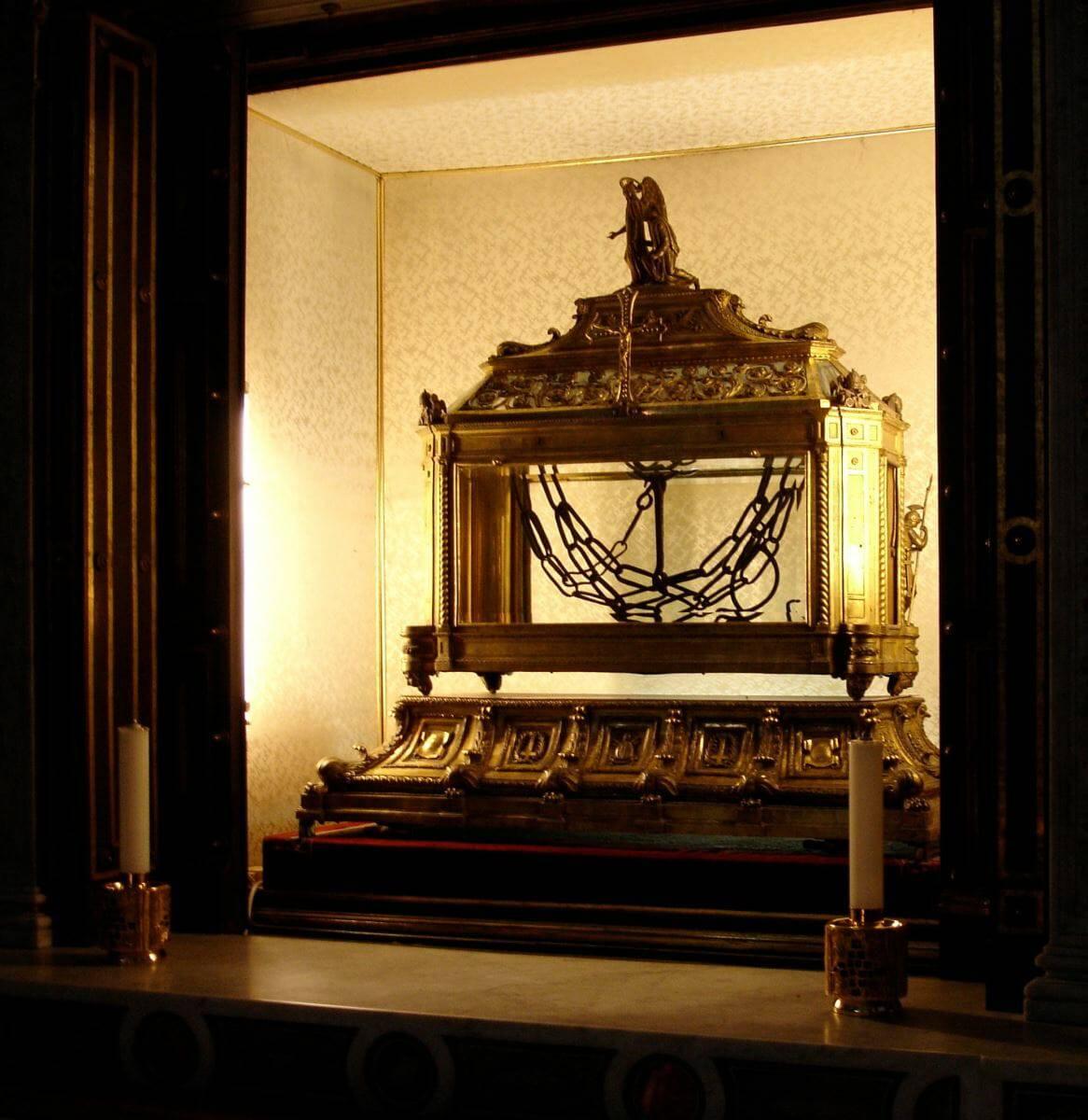 Phát hiện dây xích từng trói giữ thánh Phêrô