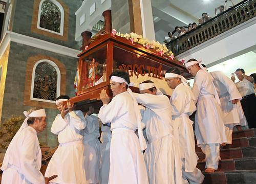 Hàng Triệu Công Giáo Việt Nam chuẩn bị bước vào Tuần Thánh
