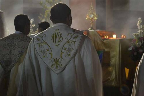 Người đã từng khinh khi phỉ báng những tín hữu đi lễ nay đã trở thành là một linh mục