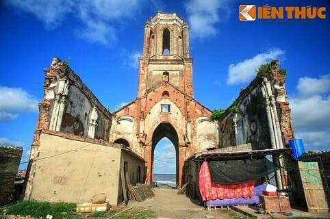 Ngắm Nhà Thờ Bị Biển Nuốt Chửng Có Kiến Trúc Độc Đáo Việt Nam