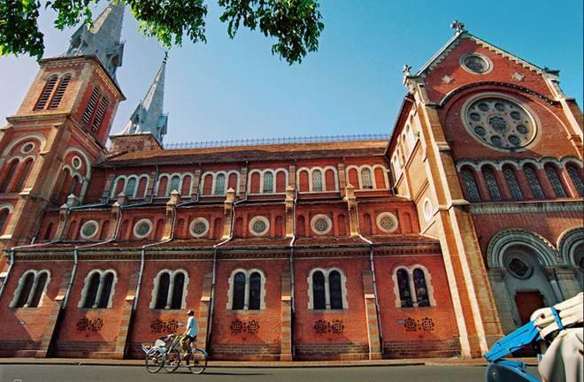 Nhà thờ Đức Bà đang được trùng tu như thế nào?
