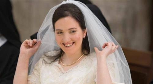 Nữ tu mặc áo cưới bước vào đời sống nhà Dòng