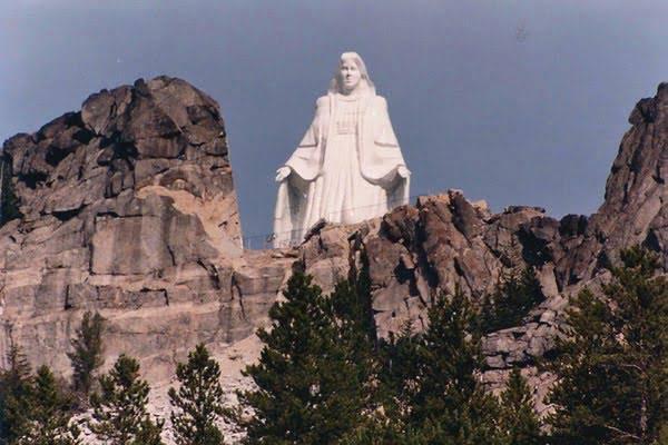 Tượng Ðức Mẹ trên dãy núi Rocky