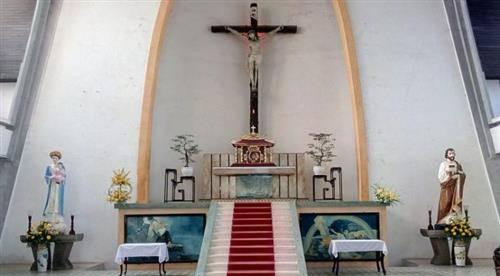 Tại sao tượng Đức Mẹ bên trái, còn thánh Giuse bên phải?