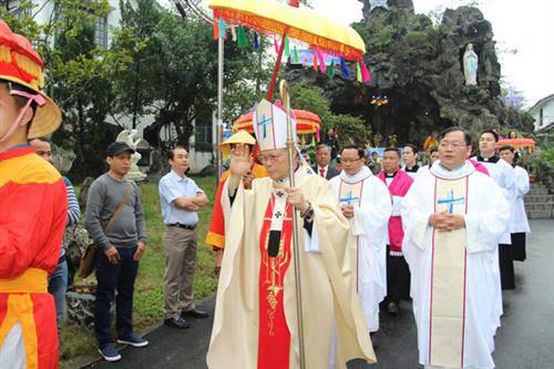 Thánh Lễ Mừng Ngân Khá nh Linh Mục Đức Tổng Giuse và Truyền Chức Phó Tế tại Phủ Cam