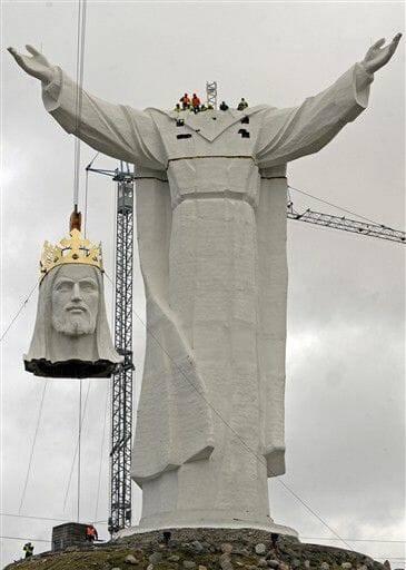 Ba Lan hoàn tất việc dựng tượng Chúa Giê-su lớn nhất thế giới