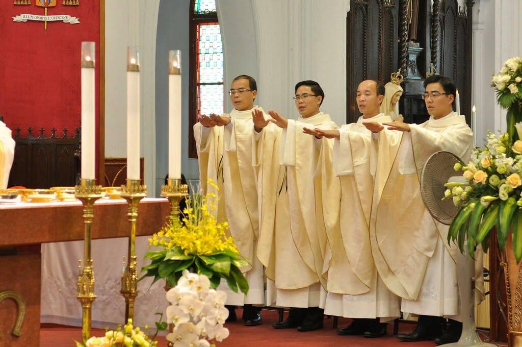 Tổng Giáo phận Hà Nội vui mừng chào đón 10 tân linh mục cho cánh đồng truyền giáo